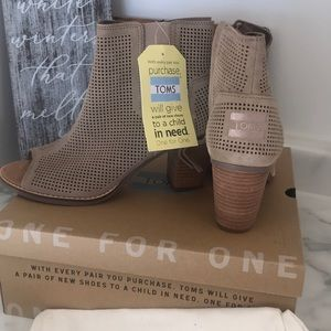NWT Toms suede nude open toe boots. Wood heel.